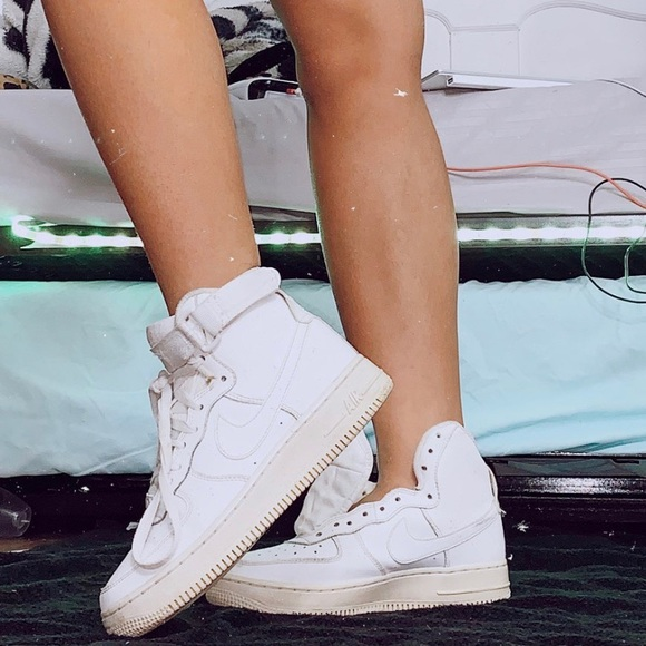 high top white airforces ✧⠀